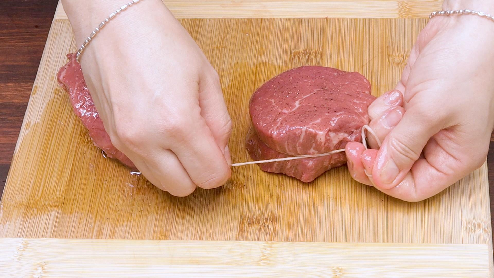 Beef Fillet Steak w Medley Pepp Sauce Pic 4